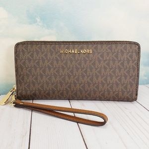 Michael Kors Travel Continental Wallet Wristlet